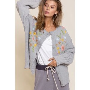 🔴 POL Floral Detail Grey Chenille Knit Cardigan